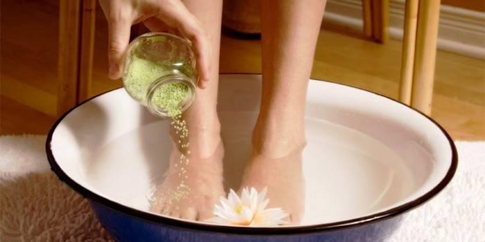 Домашні способи лікування грибка нігтів: ефективні рецепти та методи