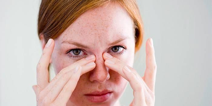 Болячки у носі: причини появи і лікування