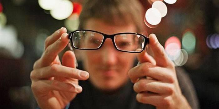 Ліве око став мутно бачити після алкоголю і вранці: що таке помутніння, коли звертатися до лікаря