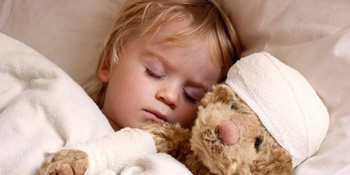 Дитина потіє уві сні вночі або під час засипання - причини гипрегидроза і що робити
