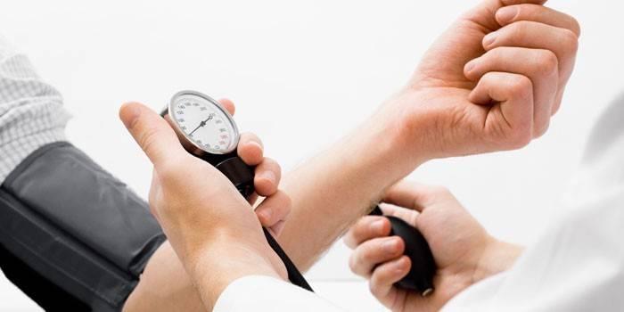 Низьке діастолічний тиск - як підвищити продуктами харчування, медикаментами і народними засобами