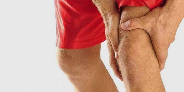 Болить коліно з внутрішньої сторони збоку: чому і як лікувати ногу