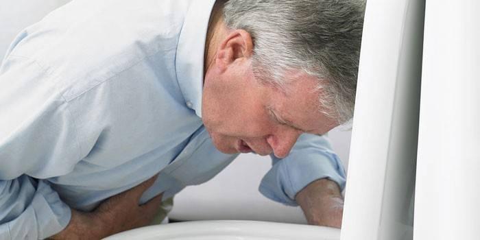 Блювота після алкоголю: як зупинити нудоту