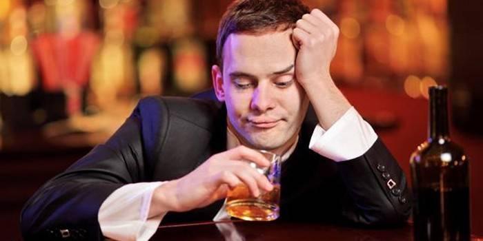 Як відучити чоловіка від алкоголю - лікування залежно медикаментами, народними засобами і змовами