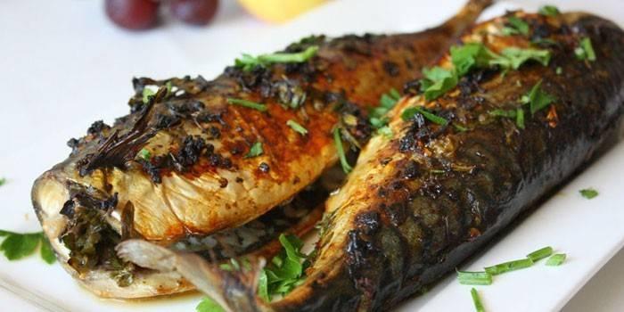 Скумбрія, запечена в духовці, смачна - покрокові рецепти приготування з фото