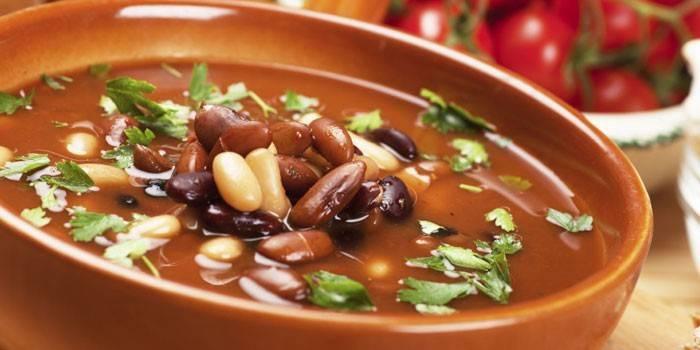 Суп з консервованої квасолі: як приготувати