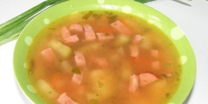 Суп з ковбасою - рецепт приготування першої страви з гороху, сиру або збірної солянки з фото