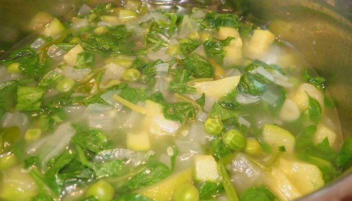 Суп з консервованим зеленим горошком: смачний рецепт приготування