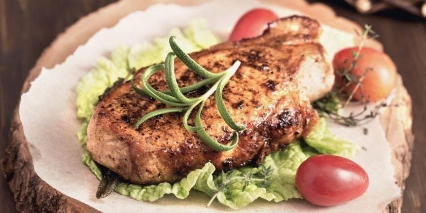 Стейки з свинини в духовці: як приготувати