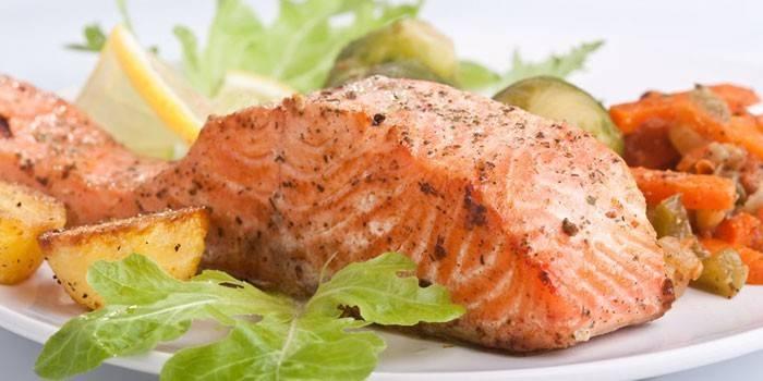 Сьомга в духовці: як приготувати смачну рибу