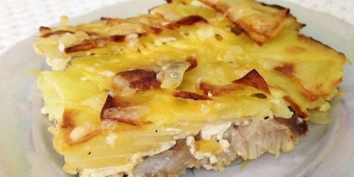 Риба з картоплею в духовці запечена