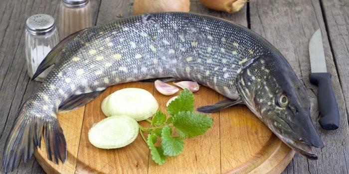 Щука в духовці: смачні рецепти