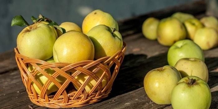 Печені яблука в мікрохвильовці: як приготувати