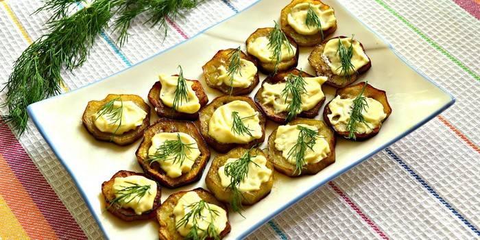 Як посмажити баклажани на сковороді кружечками: рецепт приготування смачної страви