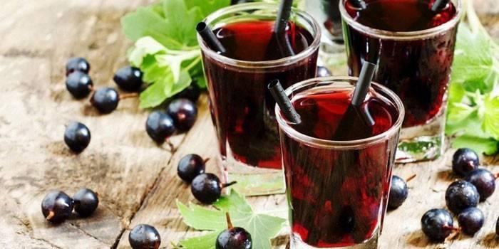Настоянка з чорноплідної горобини - корисні властивості і як готувати з листям вишні, лимоном або гвоздикою