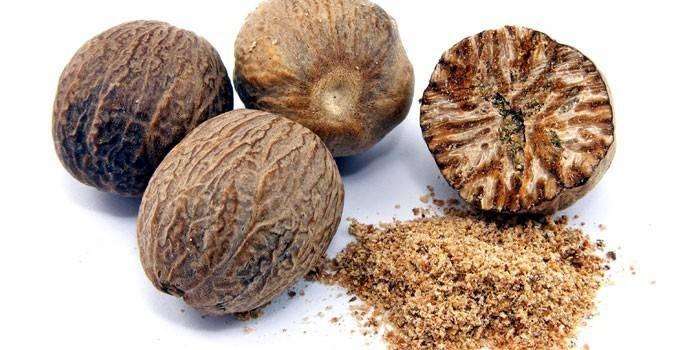 Мускатний горіх: користь, протипоказання і як вживати