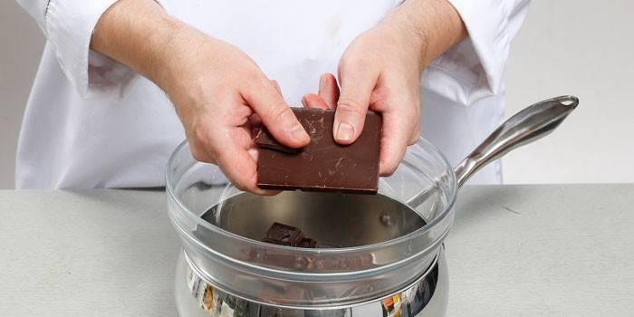 Як розтопити шоколад для прикраси правильно