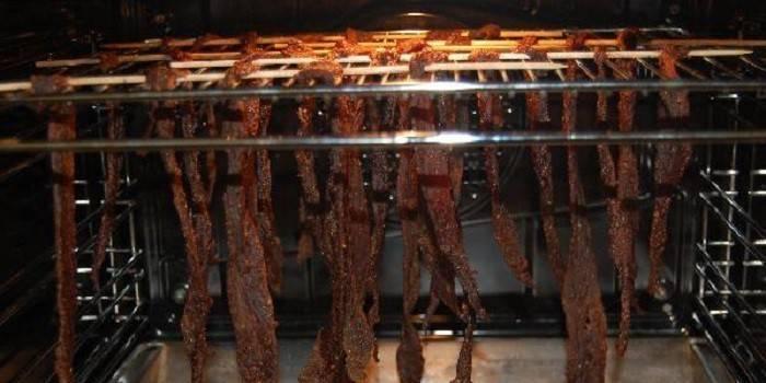 В'ялене м'ясо - як смачно і швидко приготувати яловичину, свинину або дичину за рецептами з відео