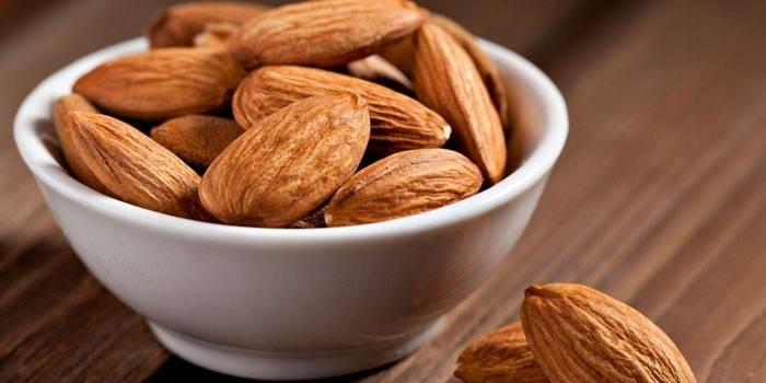 Мигдаль - користь і шкоду для організму, склад і калорійність