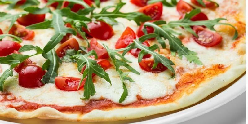 Рецепт тонкого тіста для піци: як приготувати смачну основу