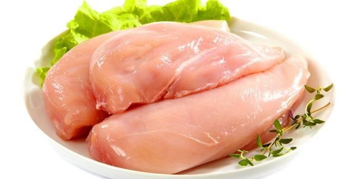 Куряча грудка - рецепти приготування простих і швидких салатів, гарячих страв покроково