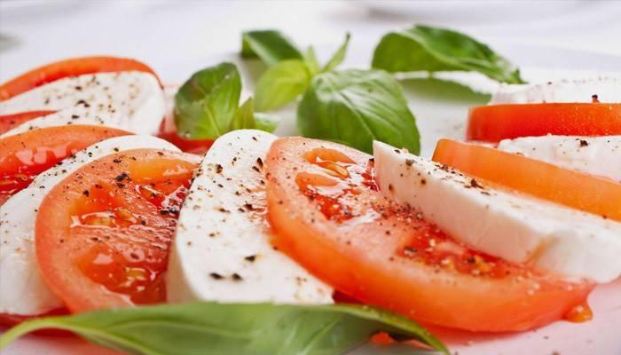 Моцарела з томатами - рецепти салатів, закусок та інших страв, відео та фото