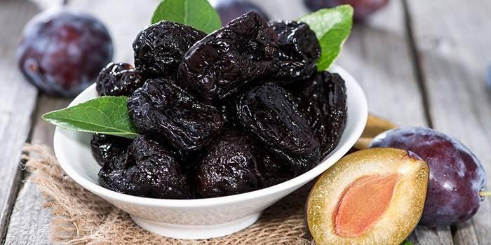 Чим корисний чорнослив: склад і калорійність, лікувальні властивості та протипоказання сухофрукта