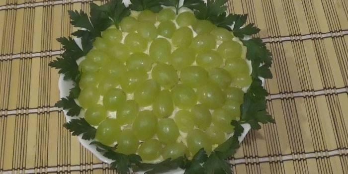 Салат з кедровими горішками: як приготувати смачну страву