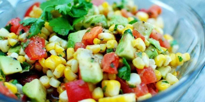 Салат з кукурудзою консервованої смачний, фото