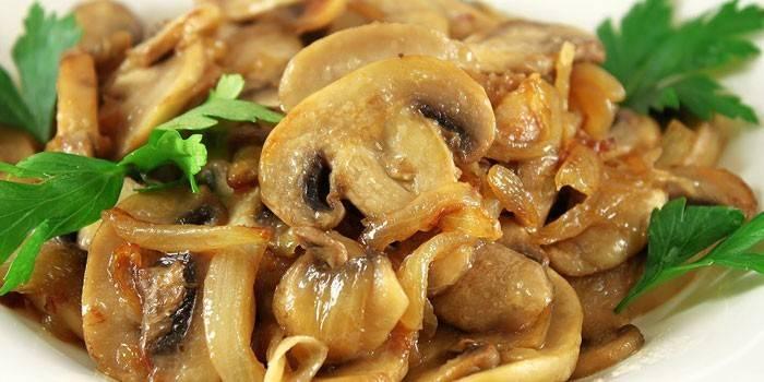 Салат зі смаженими грибами: просте приготування з фото