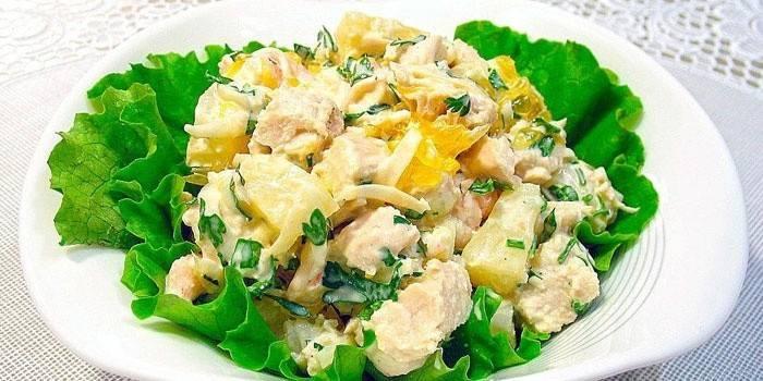 Салат з копченою куркою простий і смачний