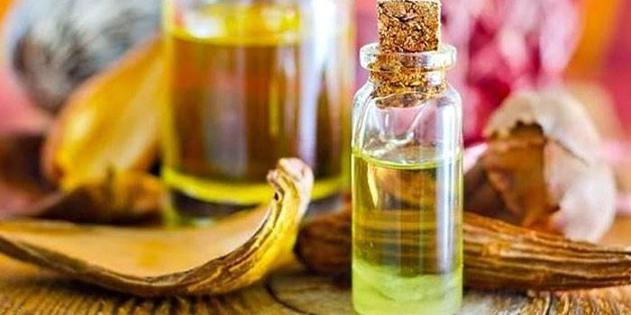 Ефірні масла для жирної шкіри - позитивні властивості і ціна