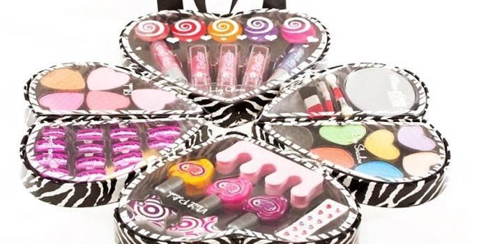 Косметика для дівчаток - особливості, правила користування і види: як вибрати подарунковий валізка для маленької принцеси, ціни та відгуки
