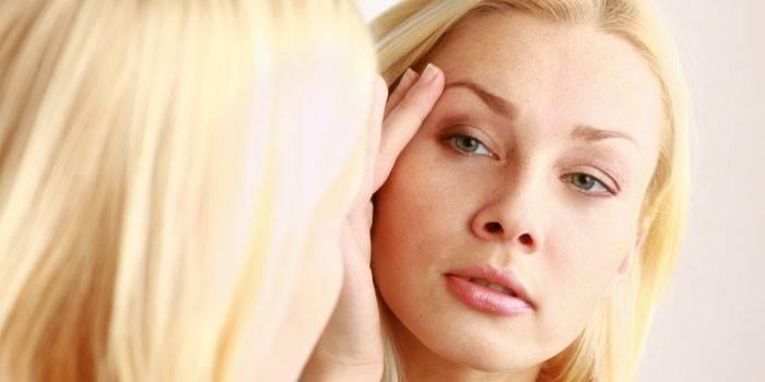 Крем від зморшок навколо очей - найкращий для жінок
