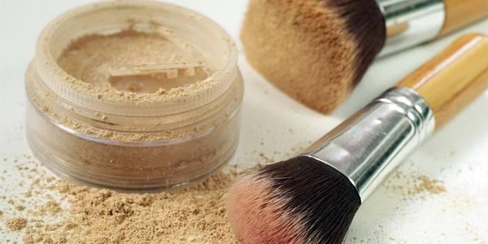 Мінеральна пудра для проблемної шкіри, склад та відміну від звичайної, форми випуску та відгуки