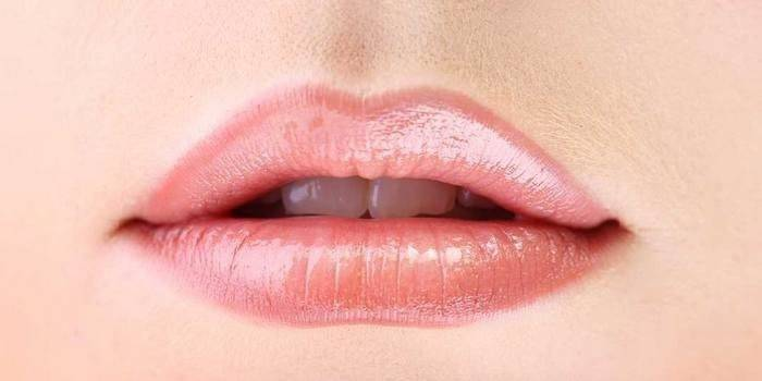 Татуаж губ з розтушовуванням дозволяє збільшити або скорегувати обсяг і форму контуру
