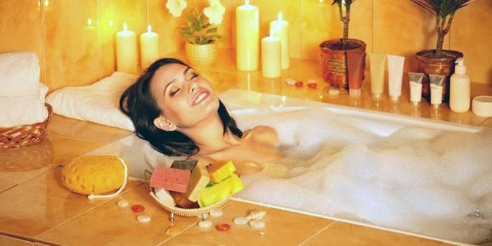 Масло для ванни - як використовувати: особливості і ефект лікувальних процедур